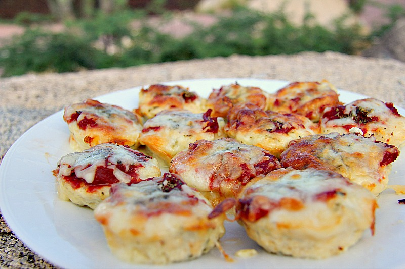 Low-Carb Appetizers: Mini Chicken Pizza Bites