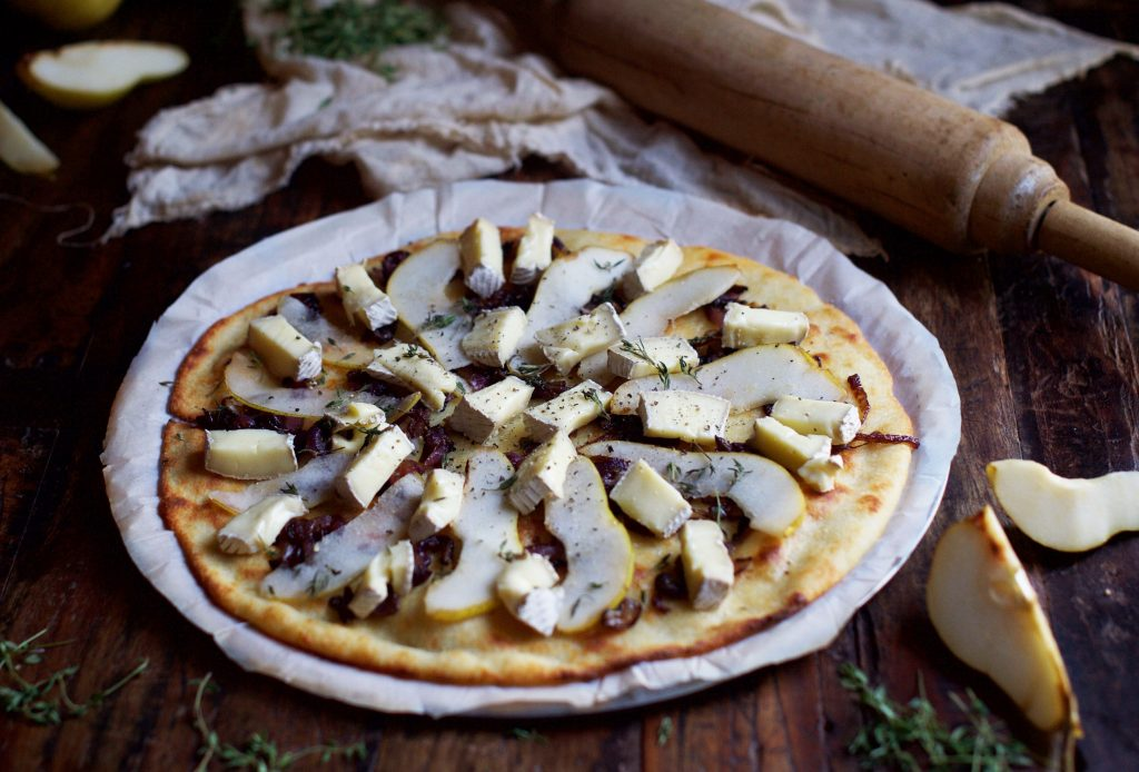 Low-Carb Caramelized Onion, Pear and Brie Flatbread