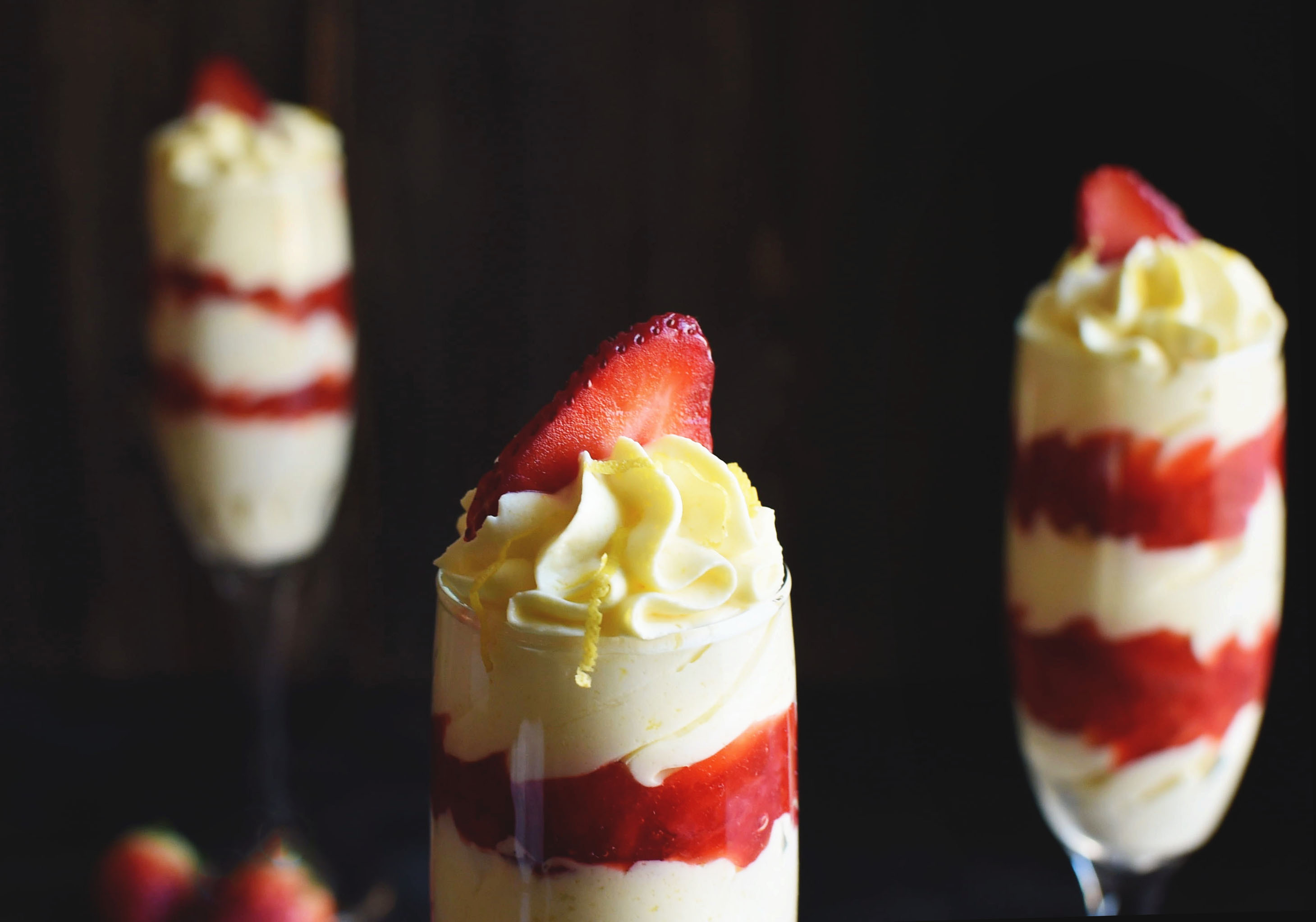 Low-Carb Lemon Mousse with Strawberries