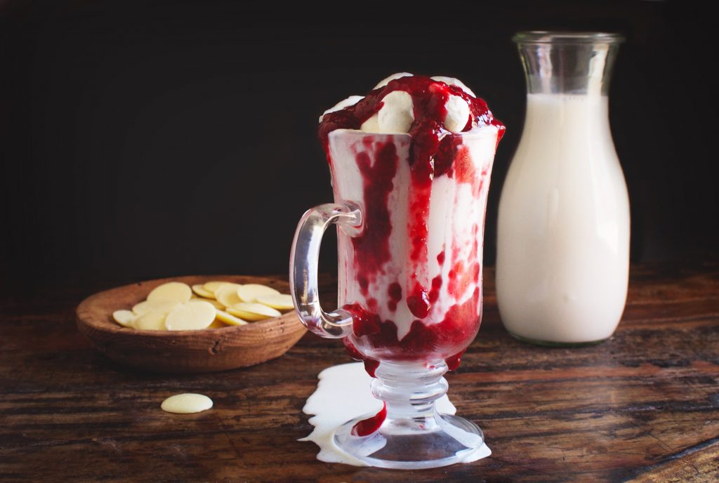 Low-Carb Raspberry White Hot Chocolate
