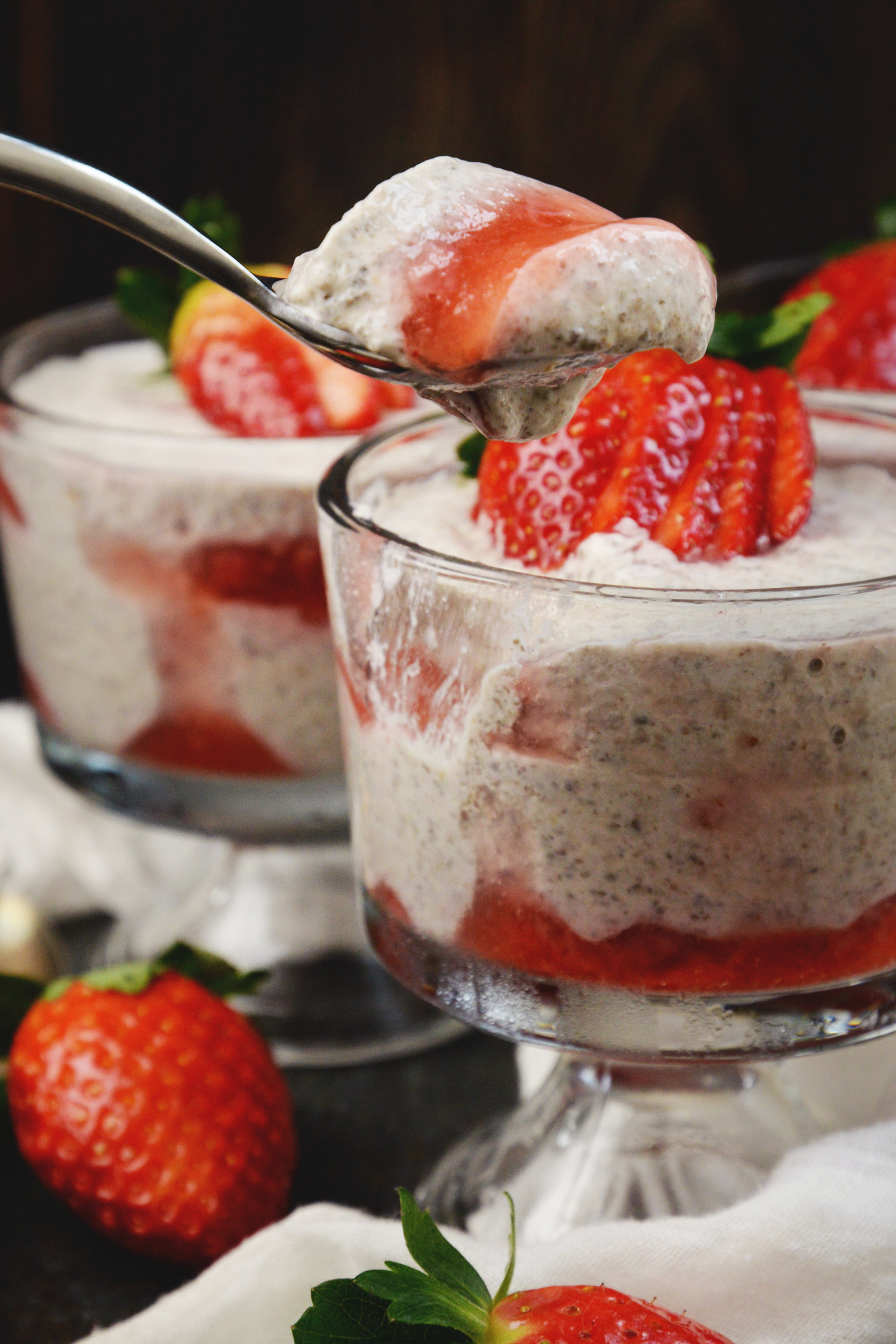 Low-Carb Strawberry Cheesecake Chia Pudding-ready to dig in!