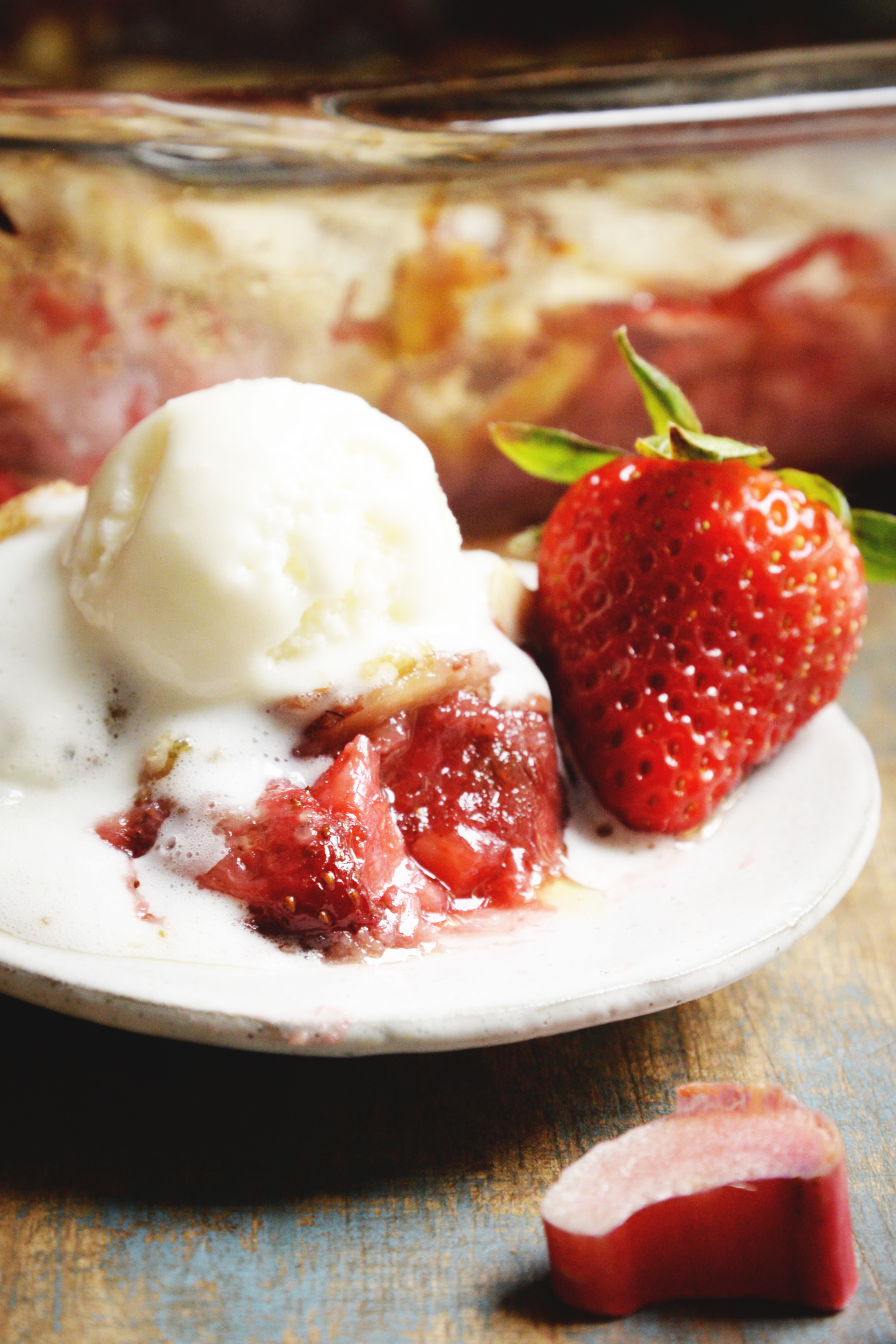 Low-Carb Strawberry Rhubarb Crisp recipe-close-up with ice-cream