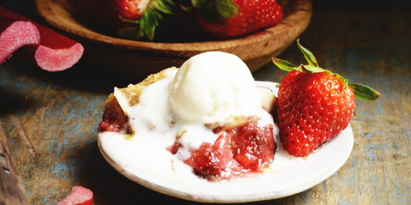 Low-Carb Strawberry Rhubarb Crisp Recipe (Gluten-Free)