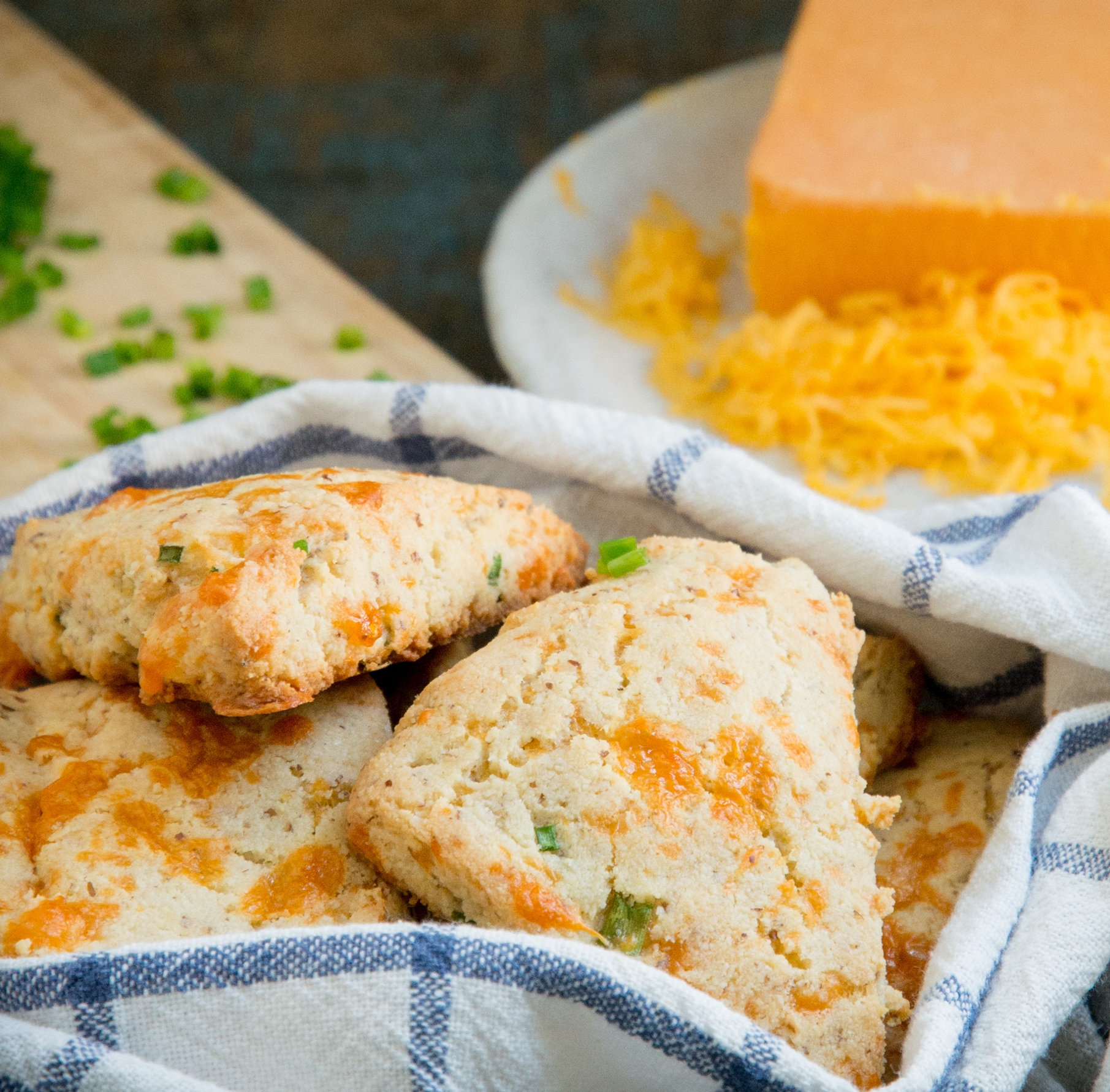 Low-Carb Cheddar Biscuits -Recipe photo