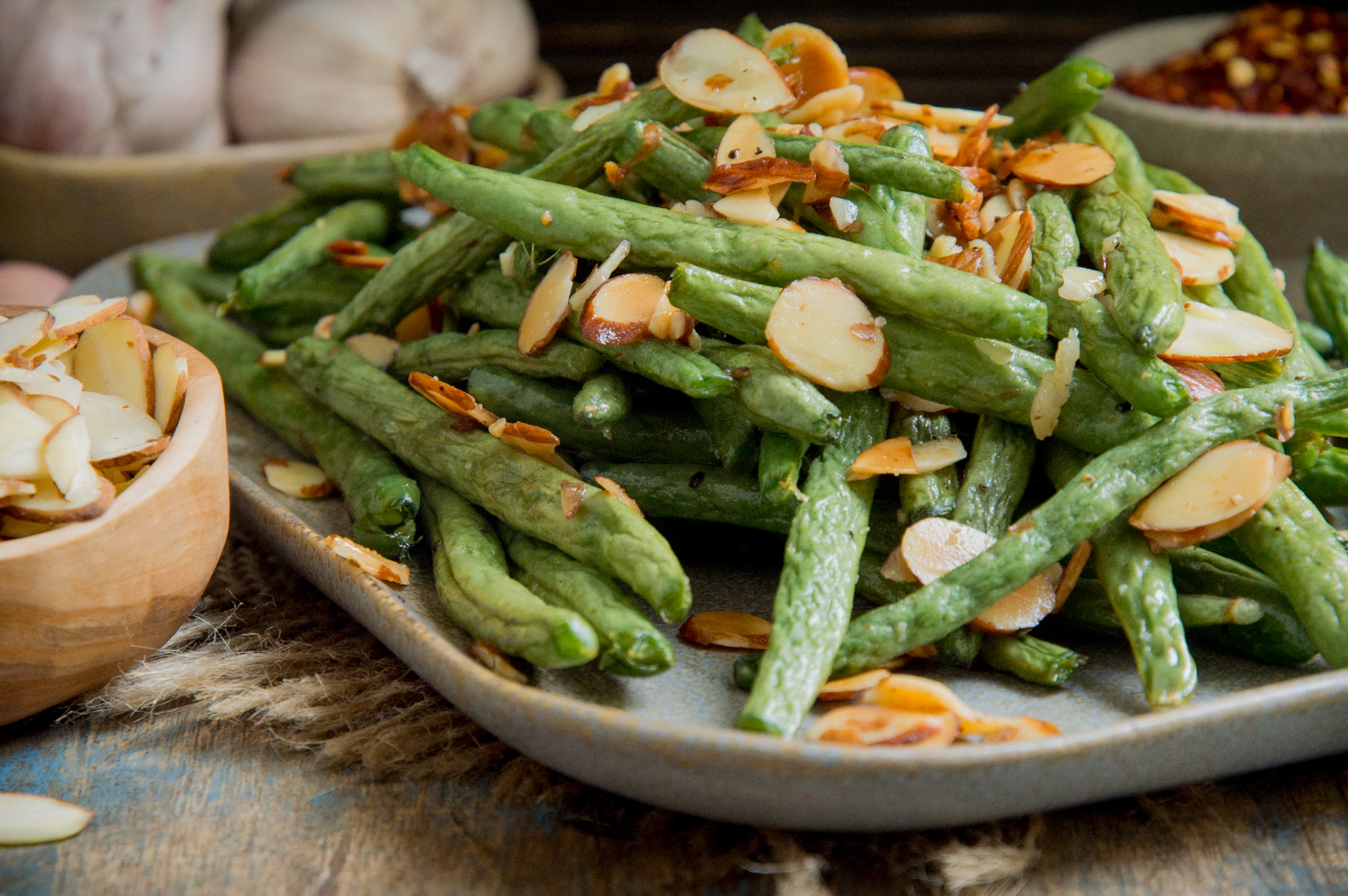 Low-Carb Garlic Almond Roasted Green Beans Recipe