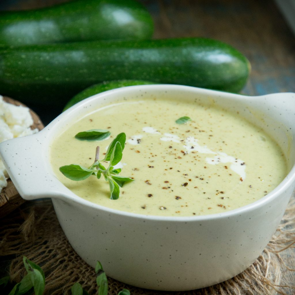 Low-Carb Zucchini Soup with oregano and cream.